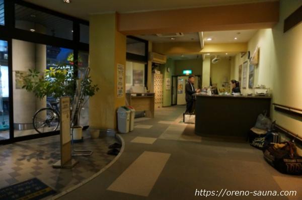 兵庫県神戸市新開地「アサヒ カプセル&サウナ」入りフロント画像