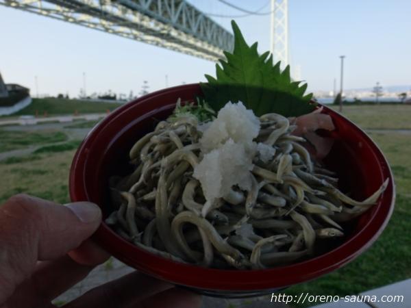淡路島「道の駅あわじ」明石海峡大橋と「いかなごの釜揚げ丼」画像
