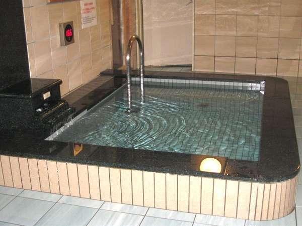 愛知県名古屋「ビーズホテル らくだの湯」水風呂画像