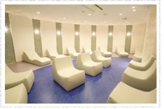 「横浜天然温泉 SPA EAS(スパ イアス)」クールダウン室「涼風(すずかぜ)」画像
