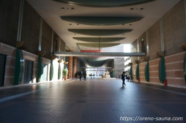 大阪府浪速区「スパワールド 世界の大温泉」入り口前画像